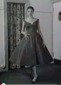 50-е годы. После войны появилось страстное желание к роскоши. Стиль new look появился как нельзя кстати, но это ненадолго, впереди 60-е!