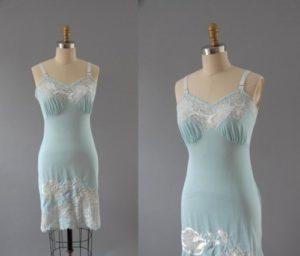 Комбинация. В наше время так вполне может выглядеть платье, а не нижнее белье. :)